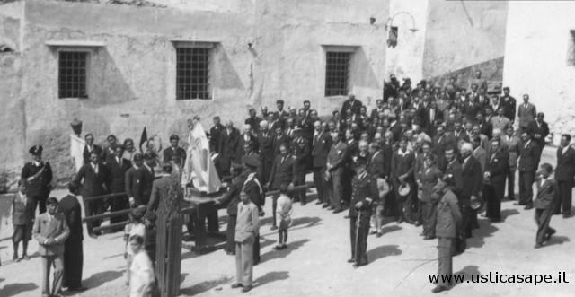 Ustica, Processione - sosta al piazzale Gran Guardia