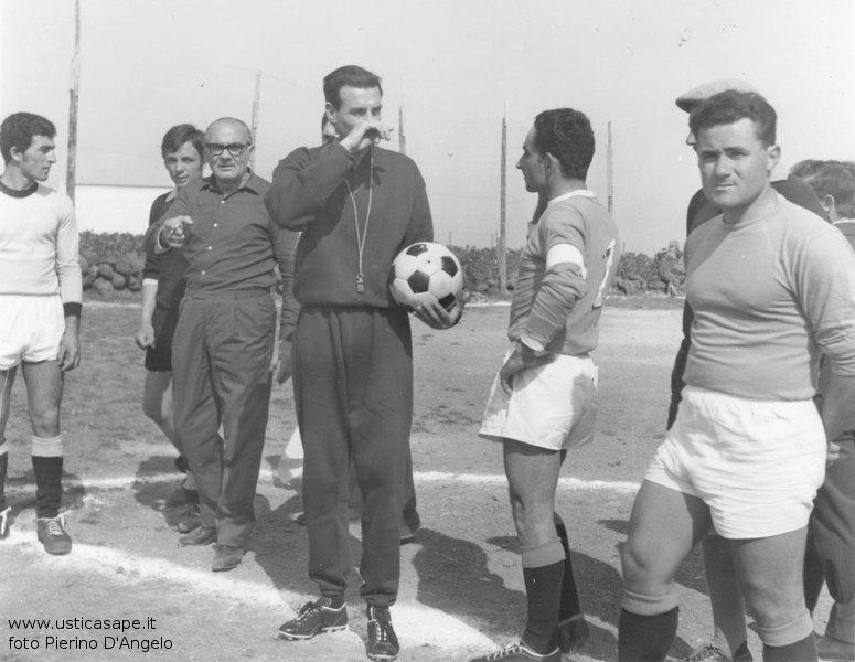 Ustica, raccomandazioni dell'arbitro prima dell'inizio della partita