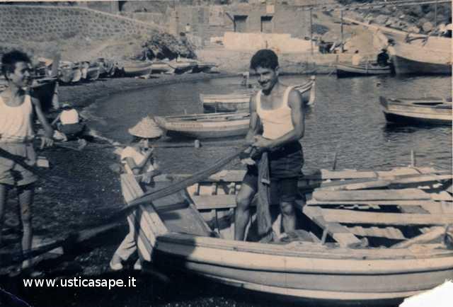 Ustica pescatore, Giovanni Zanca prepara le reti