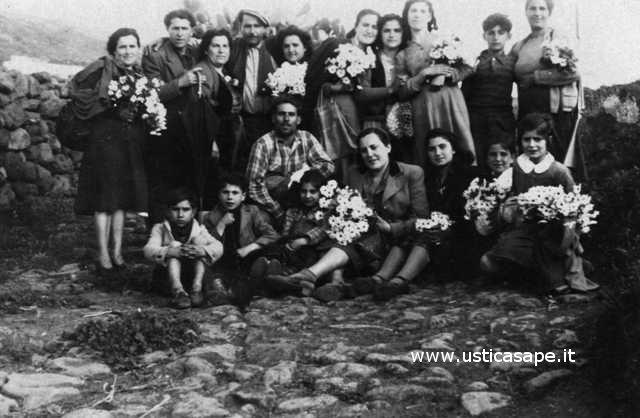 Ustica, foto per ricordare l'arrivo della primavera