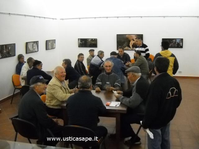 Ustica centro accoglienza, Anziani giocano a carte
