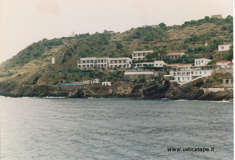 Ustica, hotel grotta azzurra di qualche anno fa