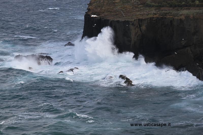 Cala Giacone - mare molto mosso