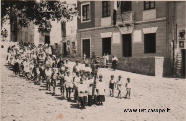 Ustica, processione e vecchio comune