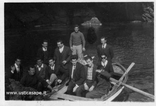 Ustica, visita grotta azzurra
