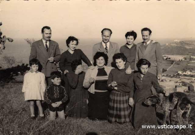 Foto ricordo, famiglia Montaperto - La Valle con ospiti