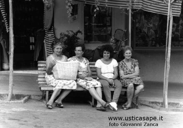 Ustica piazza, momento di relax