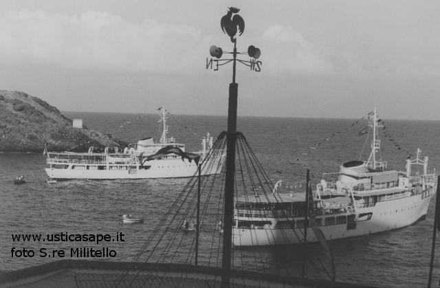 Ustica,  due navi attesa imbarco turisti