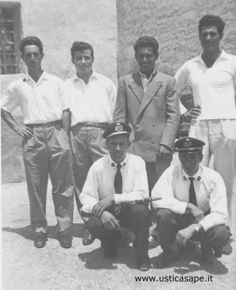 Foto ricordo con componenti del gruppo bandistico