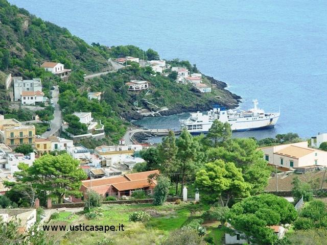 Ustica, nave, villaggio pescatori