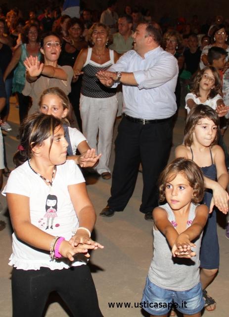 Ustica, balli di gruppo, divertimenti
