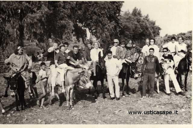 Ustica, giro turistico con gli asinelli