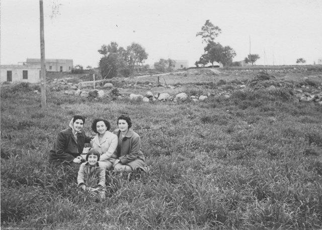 Ustica, in campagna con foto ricordo