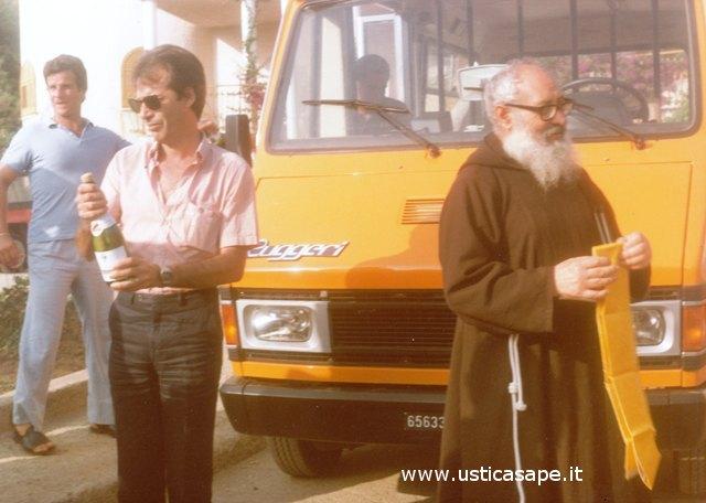 Ustica, inaugurazione Minibus
