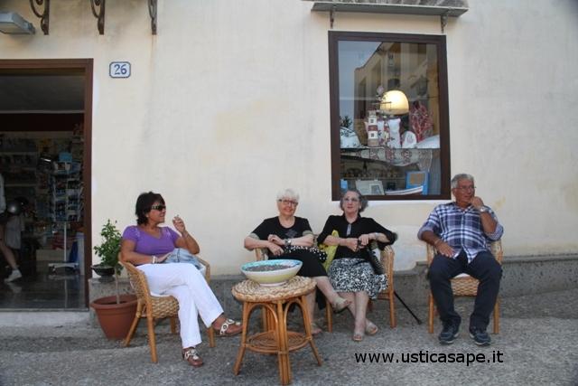 Ustica, quattro chiacchieri tra pensionati