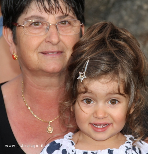 Ustica, nonna e nipotina