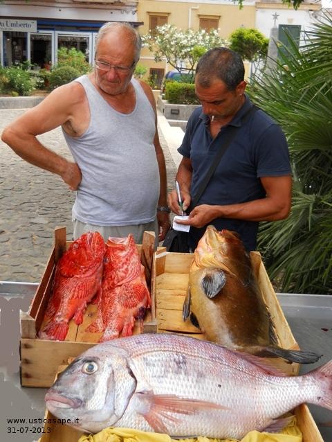 Ustica, buon pescato (dentice, cernia, scorfani)