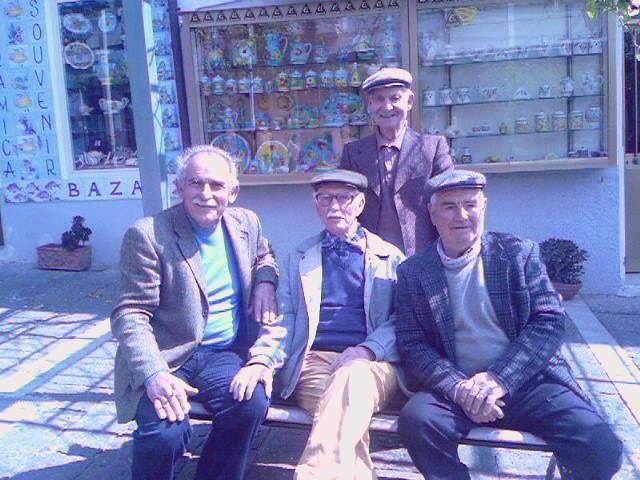 Ustica la panchina dei pensionati
