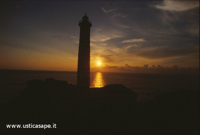 Ustica Faro di Punta Cavazzi, tramonto