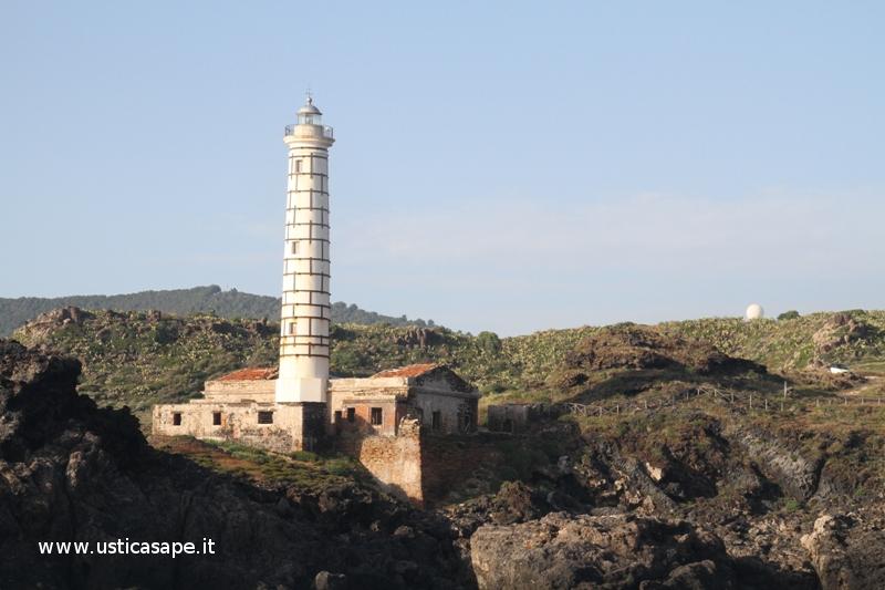 Faro Punta Cavazzi vista dal mare