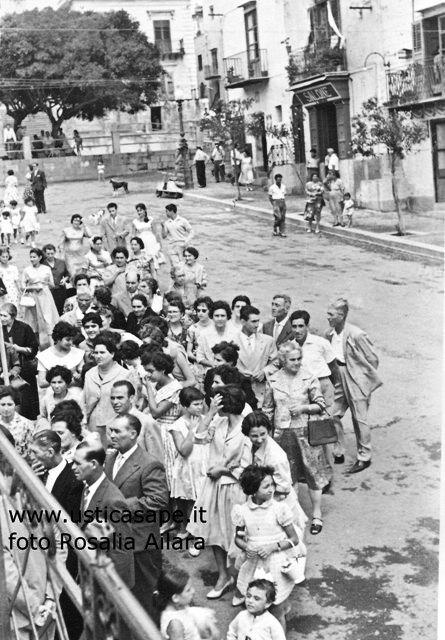 Ustica piazza, a seguito della processione