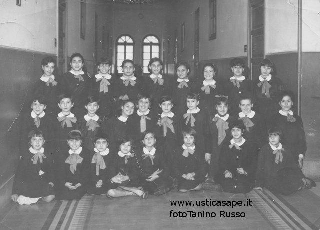 Ustica, ragazzi della quinta elementare (1966)