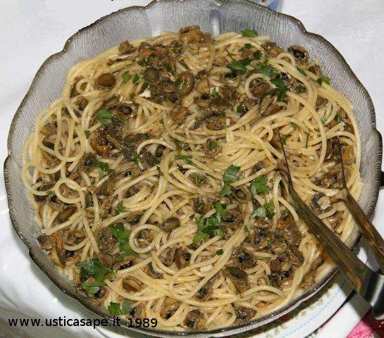 Ustica, spaghetti con patelle di un tempo