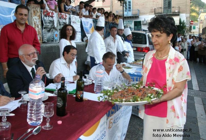 Ustica, Rassegna attività subacquea - Il Presidente Basile premia il miglior piatto