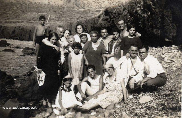 Ustica, una giornata a mare tra amici a Cala Sidoti