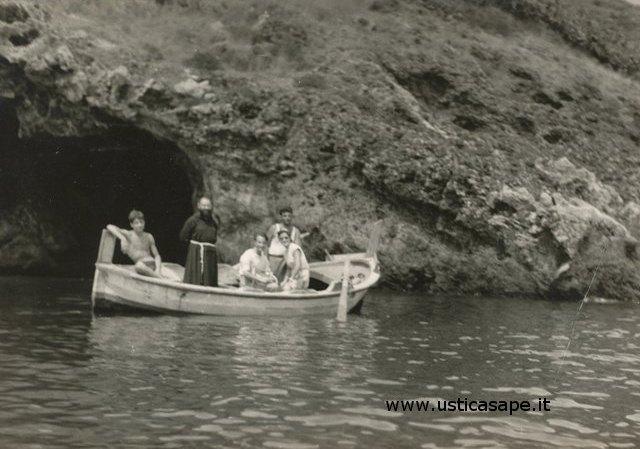 Ustica, gita in barca con Padre Carmelo