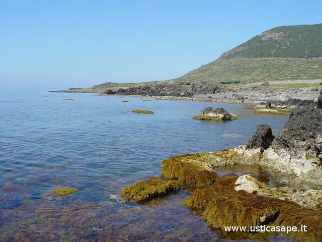 Ustica, bassa marea in zona sbarramento