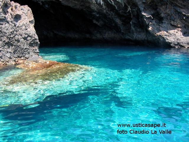 Ustica, Ingresso grotta verde