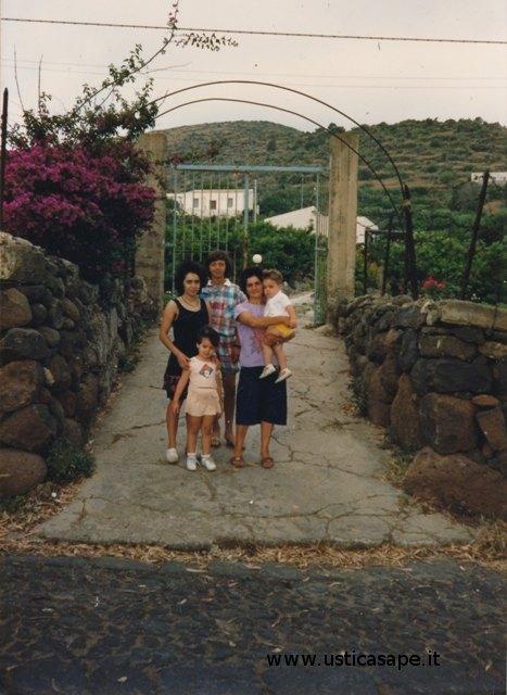 Ustica, mamma con i figli