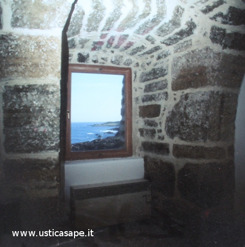 Ustica, dalla finestra della torre di Punta Spalmatore