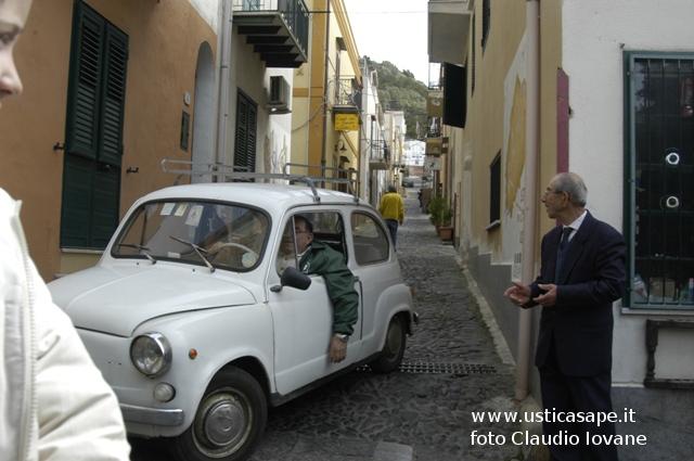 Ustica, Pino Pecora con la sua inseparabile seicento