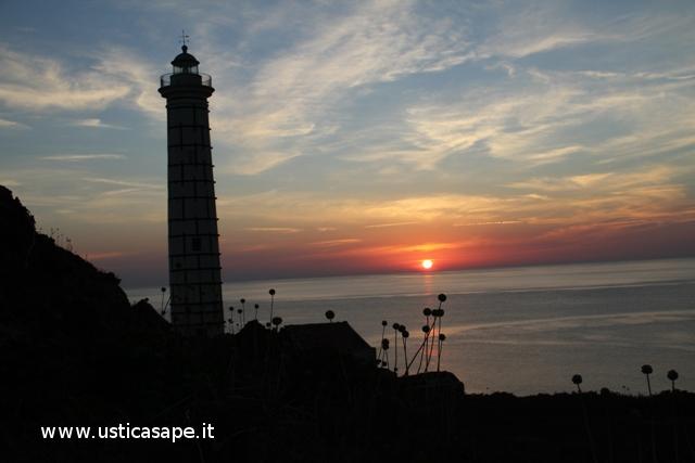 Ustica, tramonto al faro