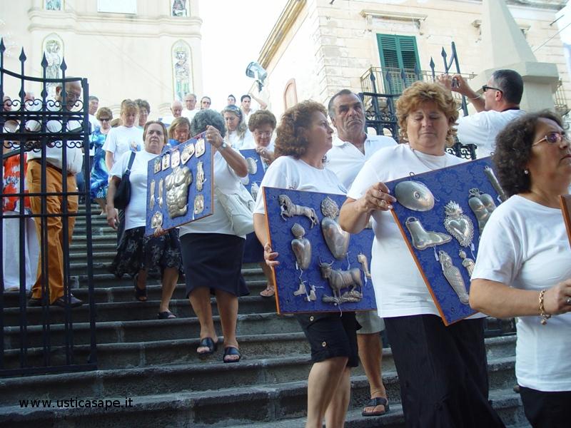 ex voto per grazia ricevuta nella processione di San Bartolo .