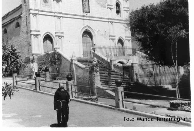 Ustica, chiesa -aprile 1966
