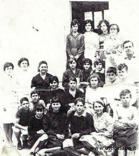Ustica, alunni della scuola media