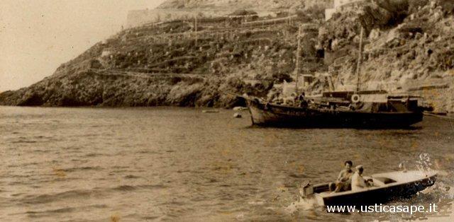 Ustica, veliero carico di lenticchie in partenza per Napoli
