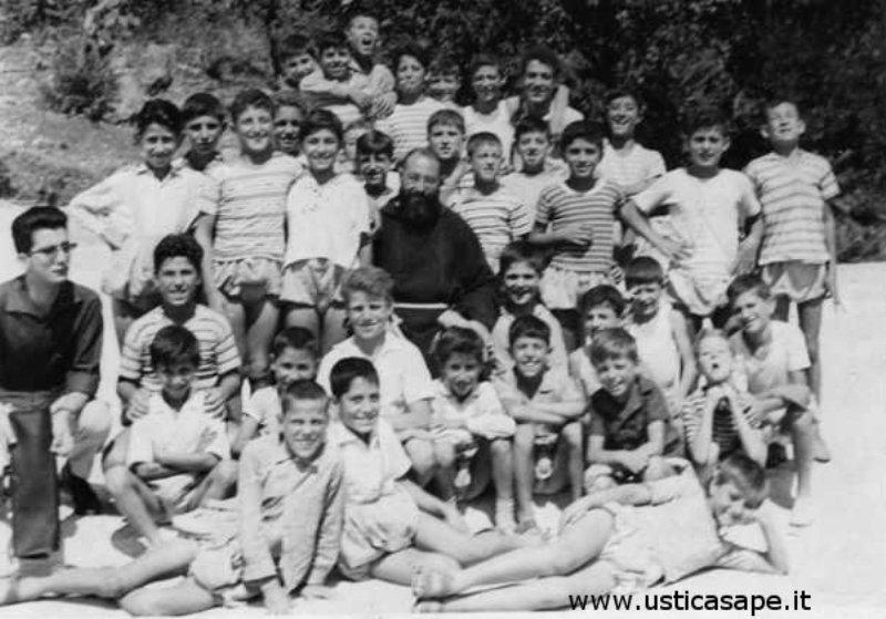 Giovani di Ustica, una gita a Monreale con Padre Carmelo