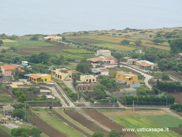 Ustica, contrada Oliastrello