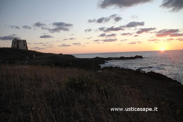 Ustica, tramonto spalmatore
