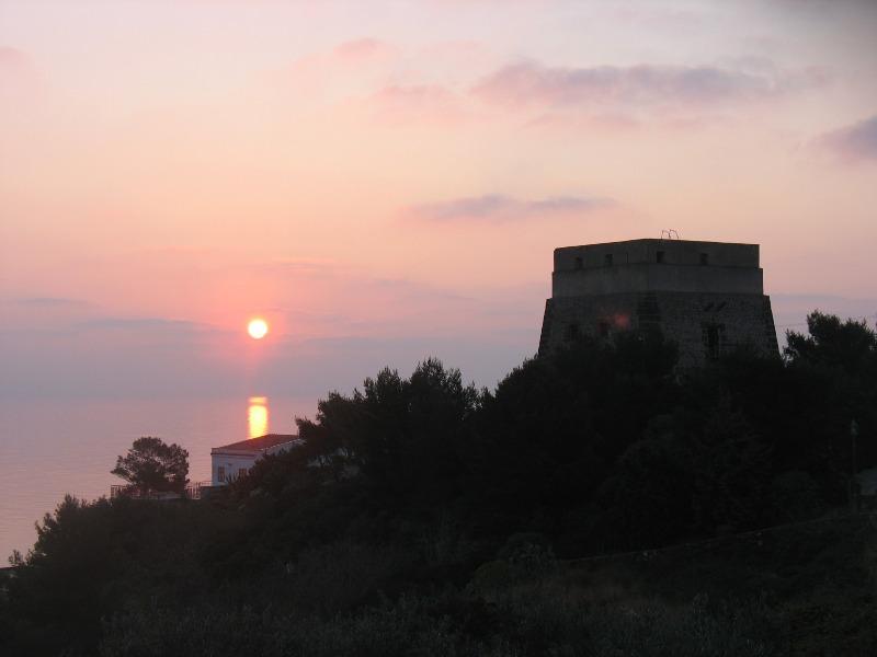 Ustica, tramonto con con torre Santa Maria