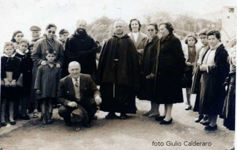 Foto di Gruppo con Padre Carmelo e Padre Marcello