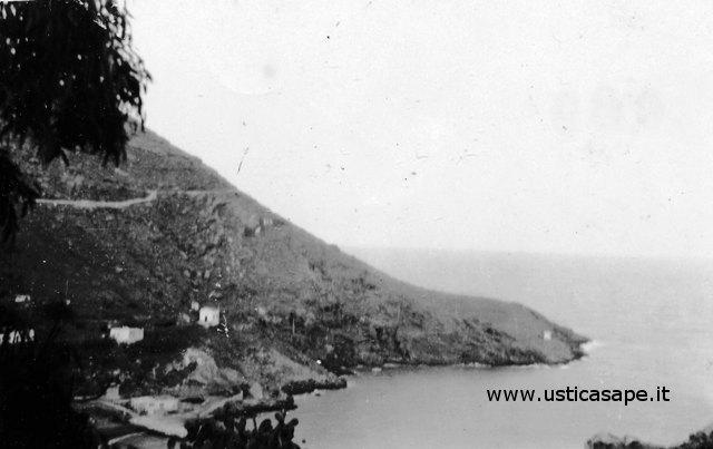 Ustica, vecchia veduta del porto