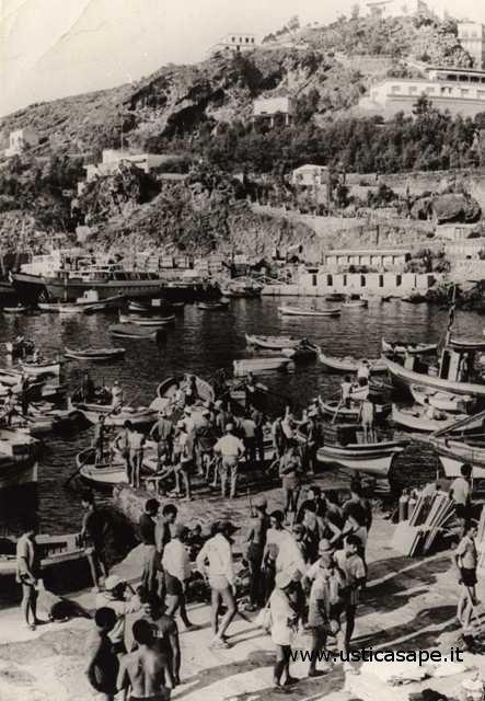 Ustica, arrivo primi turisti