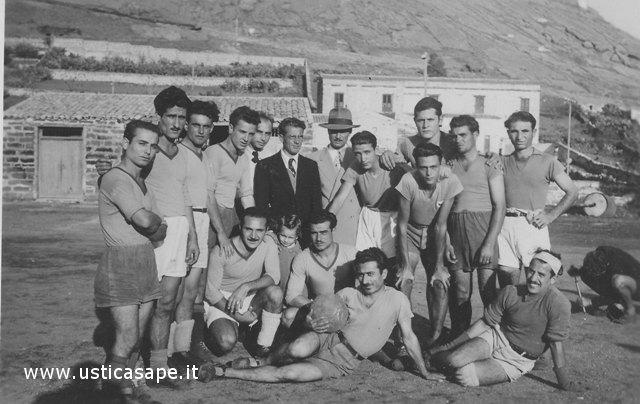 Ustica, squadra di calcio - Vecchie glorie