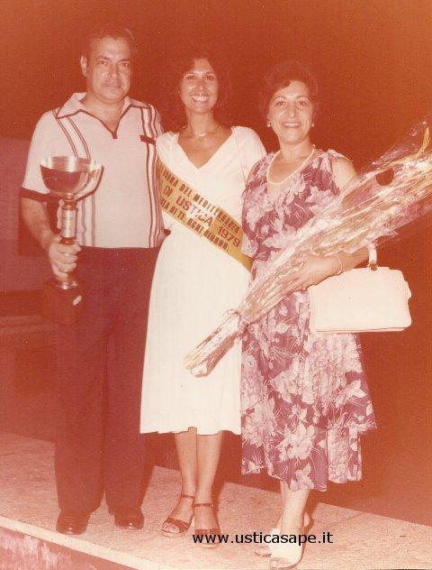 foto ricordo con Miss Ustica 1979