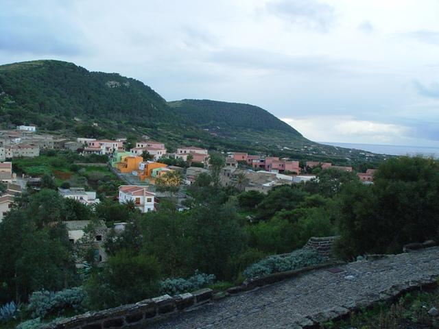 Ustica, vista dalla strada che porta alla rocca della falconiera